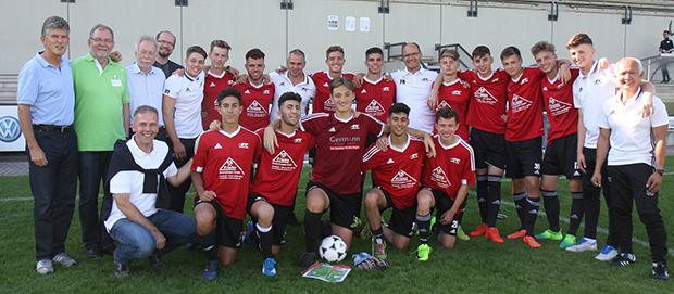 Premierensieg: Der 1. FC Wunstorf gewann zum ersten Mal den seit 1993 in Barsinghausen ausgespielten Cup der Region. Foto: NFV