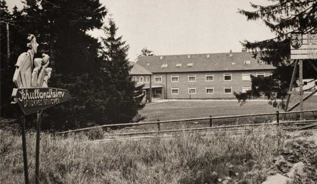 Das Schullandheim Torfhaus kurz nach seiner Erbauung im Jahr 1967: Das erste Schullandheim des ehemaligen Landkreises Hannover.