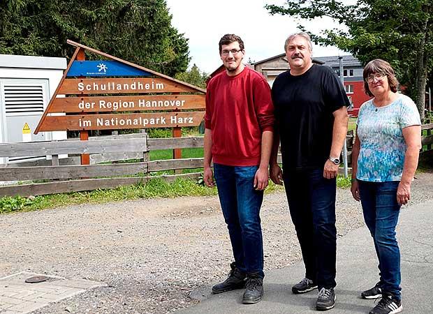 Immer im Einsatz für die Gäste: Von links Lars Müller, Leiter Heinz Joachim Jesse und Barbara Friedrichs vom Schullandheim Torfhaus.