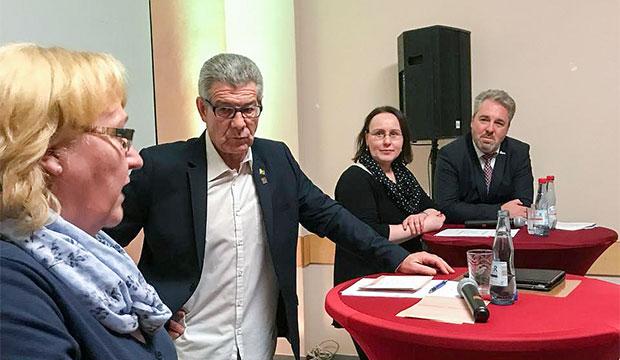 Diskussionsrunde: Michaela Henjes vom RSB,  Moderator Erk Bratke,  Ratsvorsitzende Claudio Schßler und Stadtrat Thomas wolf (von links). Fotos: privat/Tatge
