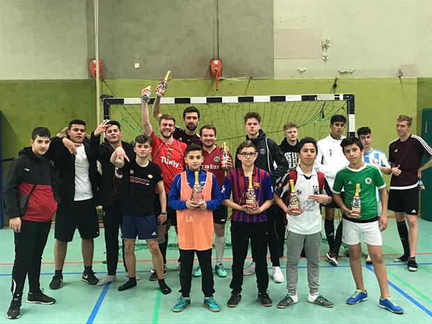 Siegerteams: Stolz zeigten sich die Top 3-Teams beim Mitternachtssport in der KGS. Foto: privat