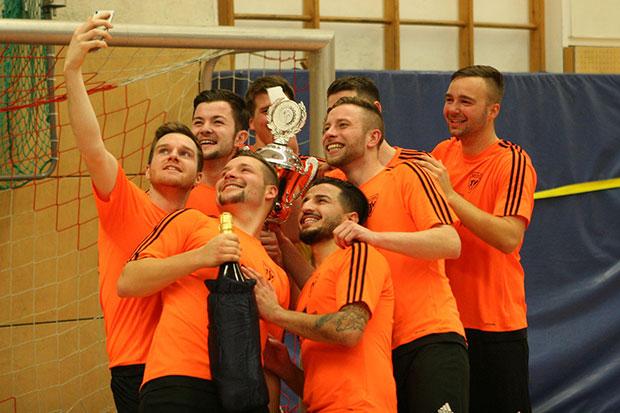 Titelverteidiger: Sieg – da wird schnell ein Selfie gemacht. Foto: Bratke