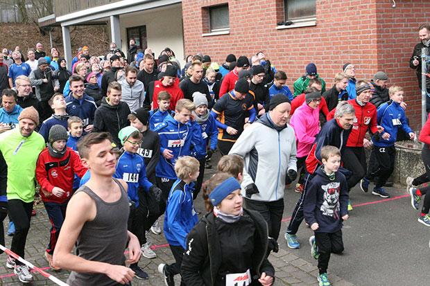 Letzte Sportveranstaltung des Jahres: Im Vorjahr zählte der Veranstalter rund 130 erwachsene und 30 jugendliche Läuferinnen und Läufer beim Silvesterlauf. Foto: Bratke