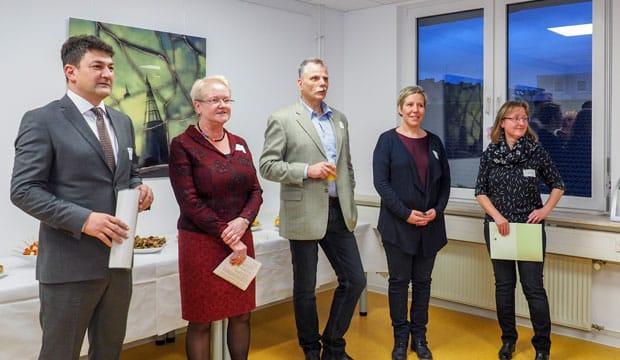 Freuen sich über ihren neuen Standort: Futura-Geschäftsführerin Claudia Bähr (zweite von links) und ihre Mitarbeiter fühlen sich in den neuen Räumlichkeiten der Futura Personalentwicklung sehr wohl.