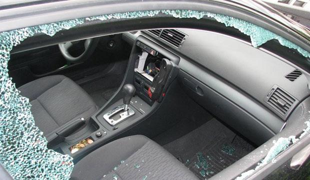 Beliebte Beute: Multifunktionslenkräder samt Airbags und fesr installierte Navigationsgeräte. Fotos: Polizei