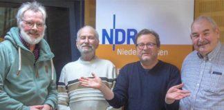 In der Plattenkiste: Von links Josef Nübel, Albert Wagener, Jens Krause und Harald Kemm. Foto: NDR