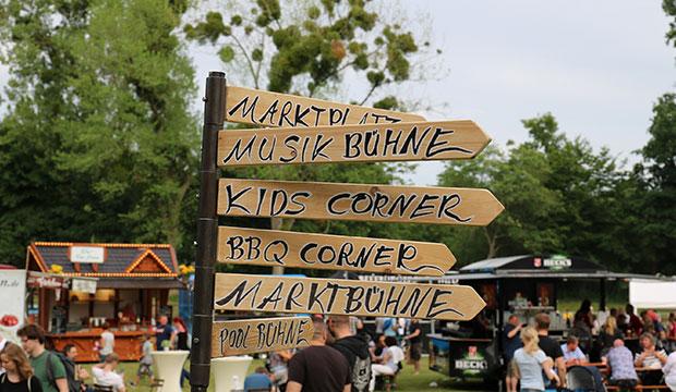An alles gedacht: Wegweiser beim Chili & Barbecue-Festival im Fössebad.