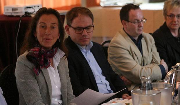 Wennigser Gastgeber: Tourismus-Expertin Amirah Adam (links) und Bürgermeister Christoph Meineke (rechts daneben).