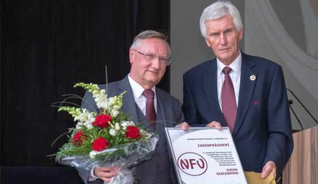 Nachfolger ehrt Vorgänger: Günter Distelrath (links) und Eugen Gehlenborg.