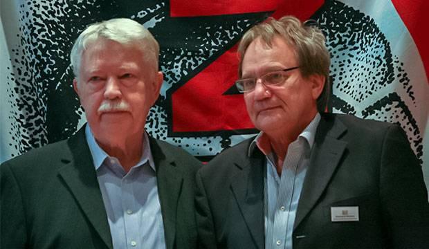 Kurz vor der Auflösungsentscheidung: Fritz Redeker und Eberhard Wacker (rechts), die Kreisspitze von Hannover-Land.