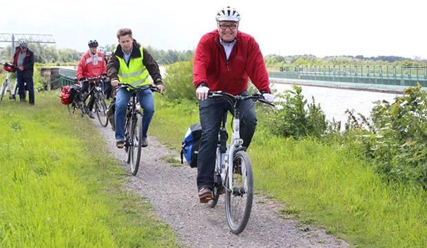 Regionspräsident Hauke Jagau geht auf Sommerradtour – und lädt Einwohnerinnen und Einwohner ein mitzukommen. Foto: Region Hannover