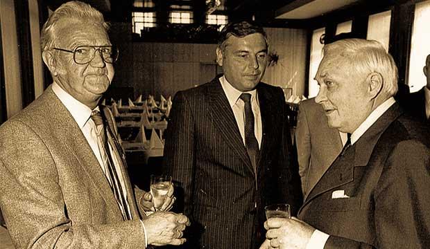 Netzwerker mit Leib und Seele: Karl Rothmund mit Verleger Hans Hillrichs (links) und Baustoffhändler Franz Mühlenberg. foto:kasse