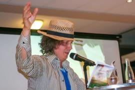 Amüsante Premierenlesung: Sportreporter Menotti feiert Heimsieg