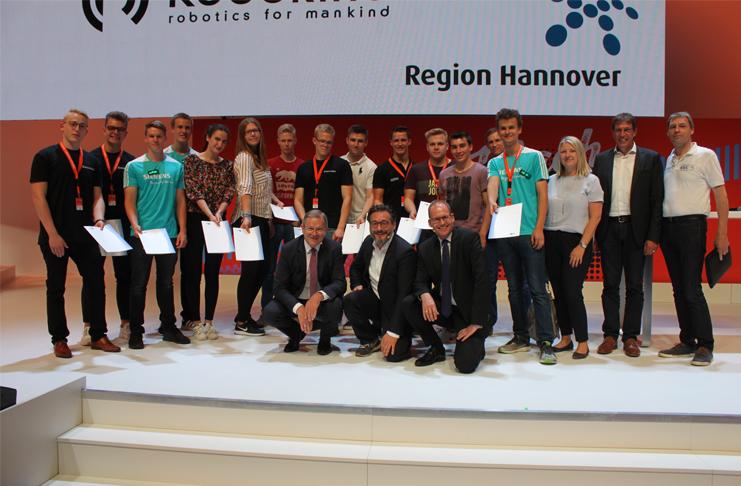 Die IHK Hannover vergibt die ersten Robotikzertifikate an Azubis und Lehrer. Foto: IHK