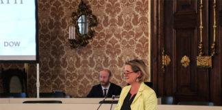 Die Präsidentin des Landtages Steiermark, Dr.in Bettina Vollath, freut sich auf ihre Kolleginnen und Kollegen aus Niedersachsen. Foto: LTD/ Eigletsberger