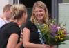 Shiralee Heydenbluth (links) verabschiedet Sarah Breier in Mutterschutz und Elternzeit
