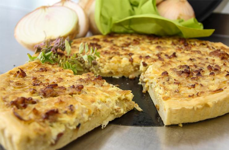 Leckeren Zwiebelkuchen und vieles mehr bietet das Hofcafé in Holtensen.