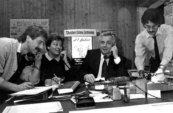 Immer für den Leser da: Von links Lokalredakteur Erk Bratke, Redaktionssekretärin Rita Hencke, Bürgermeister Helmut Körber und Redaktionsleiter Wolf Kasse