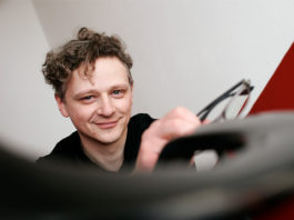 """Damian Marhulets ist Gastgeber der Reihe """"Schule des Neuen Hörens"""". Foto: Christian Behrens"""