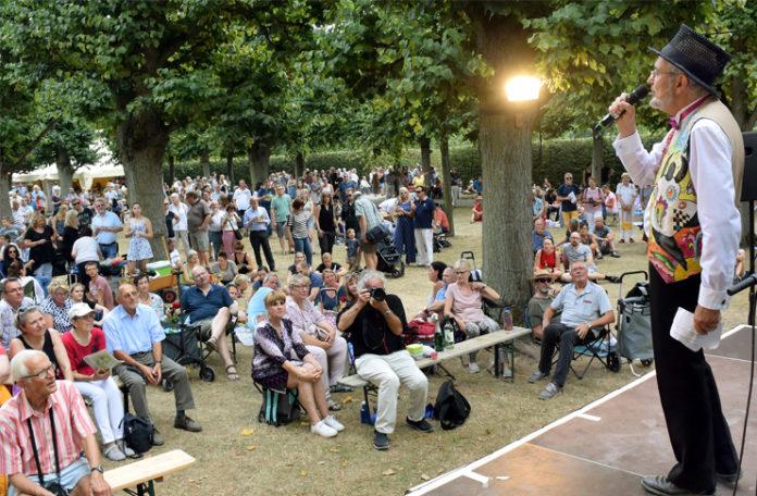 Das Kleine Fest im Großen Garten. Auch in diesem Jahr wird Festivalleiter Harald Böhlmann wieder tausende Gäste begrüßen. Foto: Holger Hollemann