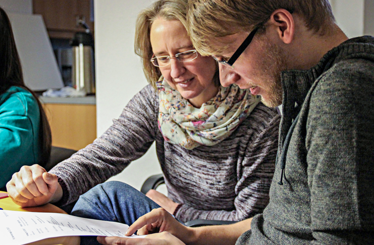 Freiwilliges Soziales Jahr: Projektleiterin Luise Zobel im Gespräch mit einem Kandidaten. Foto: RSB