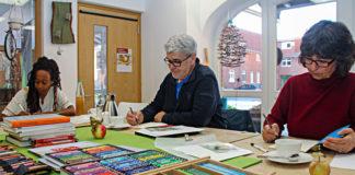 Ob Zeichnen, Buchbinden, Entspannung oder mit Naturmaterialien arbeiten: Für jede Altersklasse hat die LebensArt Handwerkstatt in Holtensen etwas zu bieten. Foto: Lebenshilfe Seelze