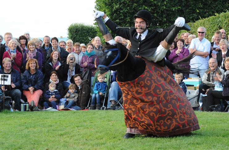 Künstler aus aller Welt hat das Kleine Fest im Großen Garten schon gesehen. Foto: Joachim Giesel