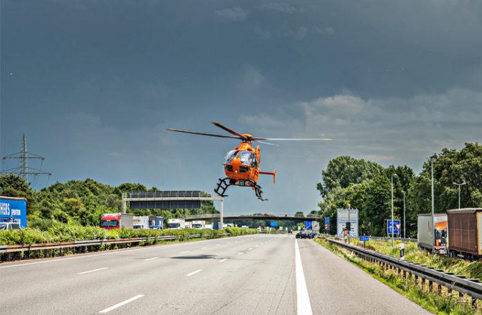 Rettungshubschrauber Christoph 4 im Einsatz. Die Autobahnen A2 und A7 zählen zu den Schwerpunkten im Bereich LKW-Unfälle. Foto: Uwe Dillenberg