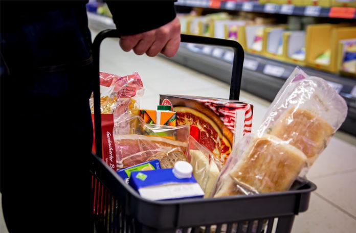 Damit der Einkaufskorb nicht leer bleibt: Beschäftigte in der Lebensmittelindustrie und im Lebensmittelhandwerk arbeiten aktuell auf Hochtouren. Überstunden und Extraschichten sind an der Tagesordnung. Darauf weist die Gewerkschaft NGG hin. Foto: NGG