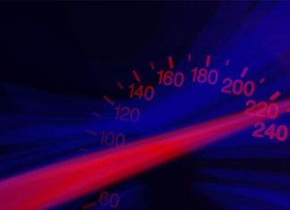 Durchgeknallt: Am Osterwochenende drückten etliche Zeitgenossen unverdrossen auf das Gaspedal. Einer raste mit Tempo 121 in die Polizeikontrolle - bei erlaubten 50 km/h.