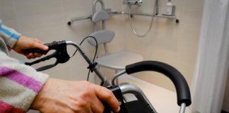 Barrierefreie Dusche: Mit Blick auf den demografischen Wandel fordert die IG BAU mehr Anstrengungen beim Bau von altersgerechten Seniorenwohnungen. Foto: IG BAU